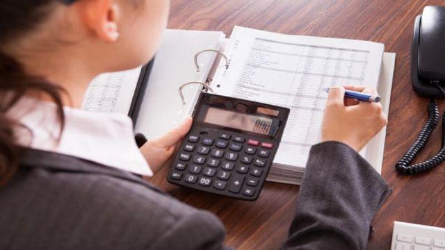 Подача налоговой декларации (документа, который может быть предоставлен налогоплательщиком в гос. орган): как её подать физическому лицу, нужно ли это делать ИП и как быть, если сдача этой отчетности произведена не в ту инспекцию?