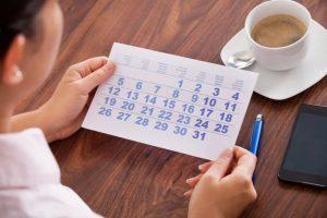 Причины переноса отпуска в связи с производственной необходимостью, без сохранения заработной платы, а также переносятся и считаются ли праздничные дни в период отдыха?