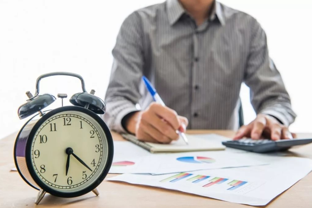 Произвести оплату согласно штатному расписанию: как отразить сдельный расчет и где в табеле указать надбавки из фонда к заработанной сумме, а также образец документа