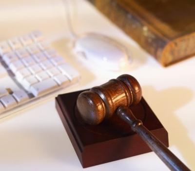 Ответственность работодателя за незаконное увольнение работника: правовые последствия
