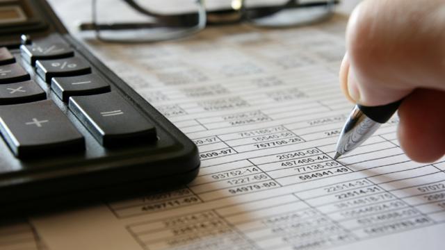 Когда выставляется исправленный счет-фактура: как оформить документ, если выдали с ошибками в адресе, сумме, номере декларации по НДС, дате, образец заполнения