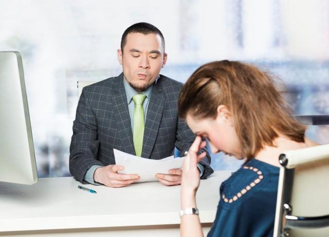 Приказ о лишении премии: образец, право работника на ознакомление, причины, чтобы лишить сотрудника денежного вознаграждения, а также законодательная база для назначения и правила оформления