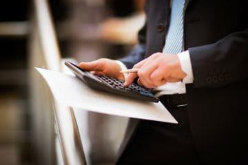 Удержание из зарплаты по исполнительному листу: сколько всего могут удерживать судебные приставы из заработной платы и пример того как при оплате труда удержать алименты