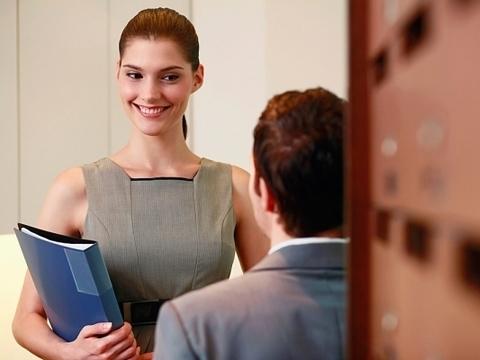 Временный перевод сотрудника на другую должность внутри организации: например в случае когда тот временно исполняет обязанности до выхода основного работника
