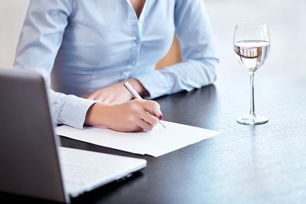 Система премирования работников предприятия: примеры премий для различных категорий сотрудников, а также как можно достичь совершенствования схемы, особенности критериев оценки персонала, и возможно ли поощрение без использования данной схемы?