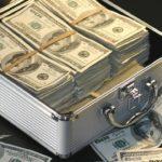 Выплата премии сотруднику после увольнения: можно ли выплатить денежные поощрения в случае прекращения трудовых отношений по собственному желанию работника?