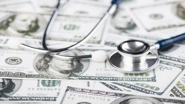 Кто должен оплачивать медосмотр во время устройства: обязан ли это делать работодатель при  приеме на работу или за медкомиссию платит работник при поступлении