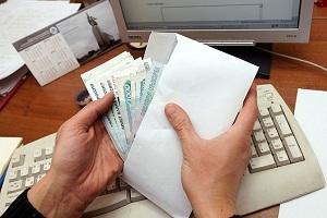 Входит ли премия в расчет отпускных? Виды вознаграждений, которые учитываются при расчете и включаются в единовременную выплату, а также пример вычисления вознаграждения сотруднику, если он еще не был в отпуске