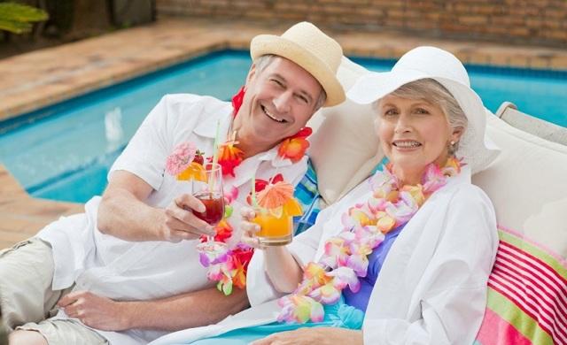 Дополнительный отпуск работающим пенсионерам: кому положен без сохранения заработной платы и кто имеет право на оплачиваемые дни, оформление заявления по образцу