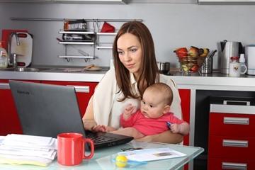 Образец заявления о переносе отпуска на другой срок в связи с больничным, по беременности и родам, уходу за ребенком до 3 лет и по графику отпусков, бланк на продление
