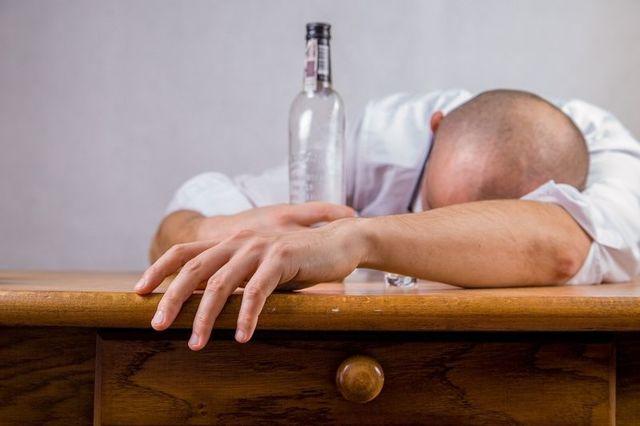 Увольнение за пьянство - процедура, меры наказания сотрудника