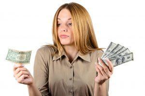 Годовое премирование (ежегодные денежные поощрения): каков образец заполнения приказа, выплачивается ли премия по итогам года, если работник уволился, ведется ли учет выплат, а также входит ли она в расчет отпускных на работе?