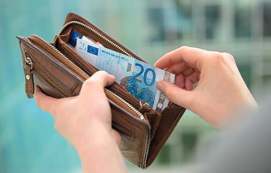 Налоги и выплаты социального характера на фонд заработной платы: примеры расчета