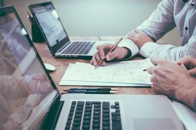 Увольнение во время отпуска: стоит ли отзывать сотрудника и грамотное оформление процедуры