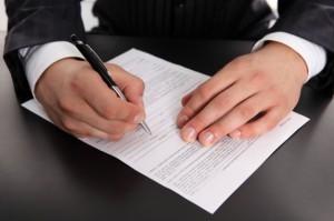 «Вилка» окладов в штатном расписании: может ли быть одинаковая должность с разной оплатой, что указывает закон, а также как поощрить одного, если этому есть повод?