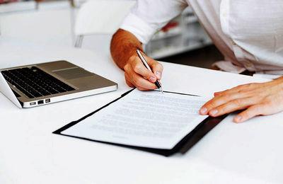 Справки с места работы: на каком основание их выдают, какая информация в них содержится, куда требуются подобные документы, личные карточки сотрудников