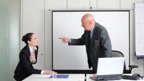 Служебная записка о премировании сотрудника: образец и примеры текста, а также требования, как правильно ее написать для поощрения или лишения работника выплаты