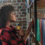 Характеристика с места работы экономиста: образец для сотрудника и студента о прохождении практики, кто должен её писать и как её запросить?