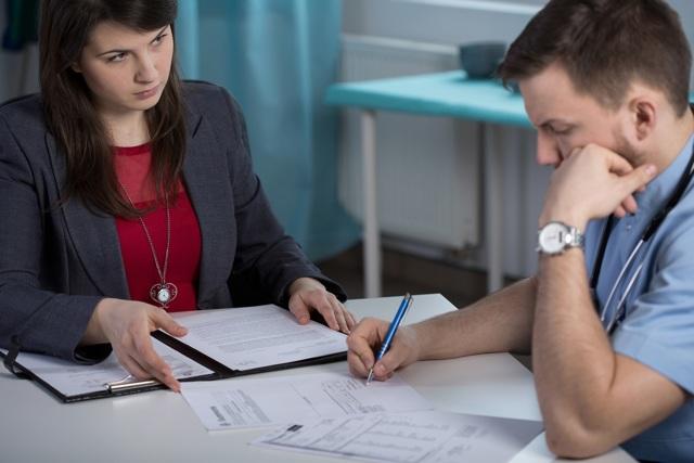 Дисциплинарное взыскание: какие меры наложения на работника предусмотрены и в течение какого времени действует, можно ли установить дополнительные поощрения, особые случаи взысканий, например, по результатам ревизии