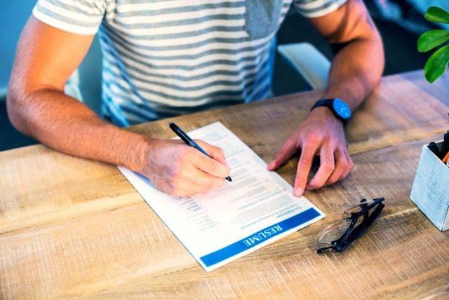Характеристика на слесаря с места работы: образец заполнения документа, который подходит как для сантехника, так и для автослесаря или ремонтника