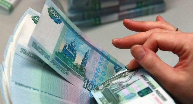 Налогообложение средств, выделенных для премирования (к примеру, единоразового): как выплатить денежное поощрение работнику (сотруднику) без отчислений?