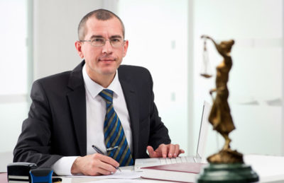 Характеристика с места работы юристу: образец структуры документа, отличия в составлении для студента о прохождении им производственной практики и для уже работающих в правовой сфере